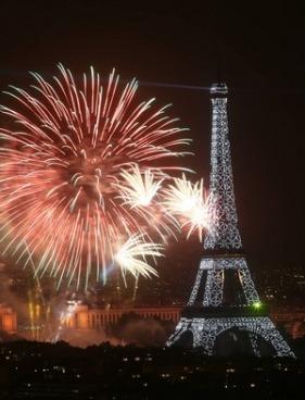 feu-d-artifice-du-14-juillet-paris-2013